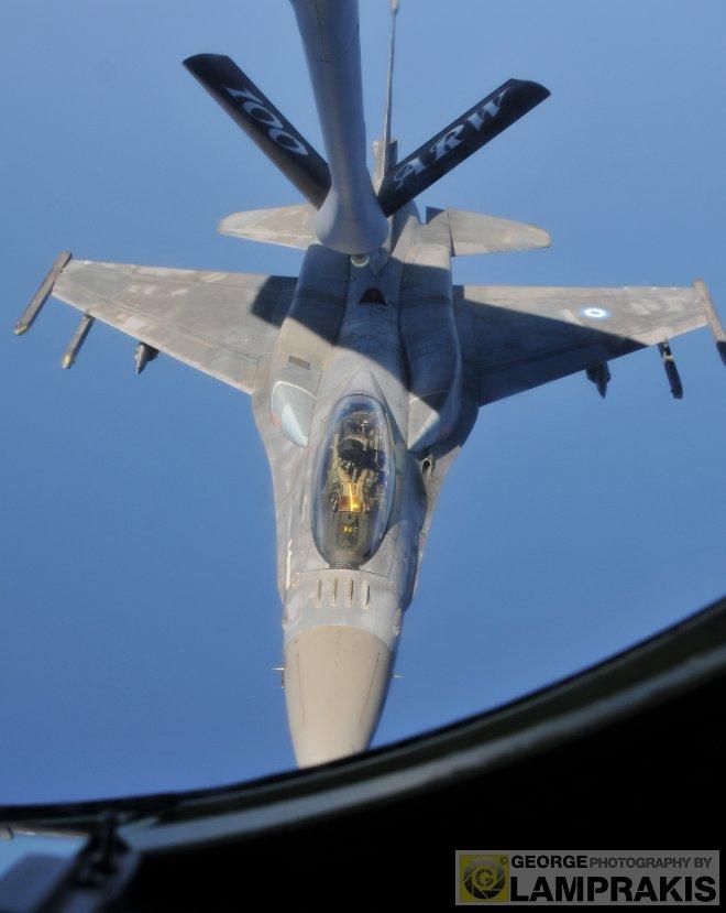 """Συνολικά, κατά τη διάρκεια της αποστολής 13 ελληνικά μαχητικά F-16 των Μοιρών 335, 340 και 343 της ΠΑ, εκτέλεσαν 25 συνολικά """"επαφές"""" με το KC-135R."""