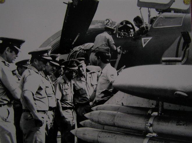 Οι οπλουργοί που είχαν αναλάβει την εξυπηρέτηση των αεροσκαφών άλλαζαν συνεχώς τη διαμόρφωση των εξωτερικών φορτίων στα F-84F Thunderstreak, ανάλογα με τις διαταγές που έφταναν στην 133 Σμηναρχία Μάχης.