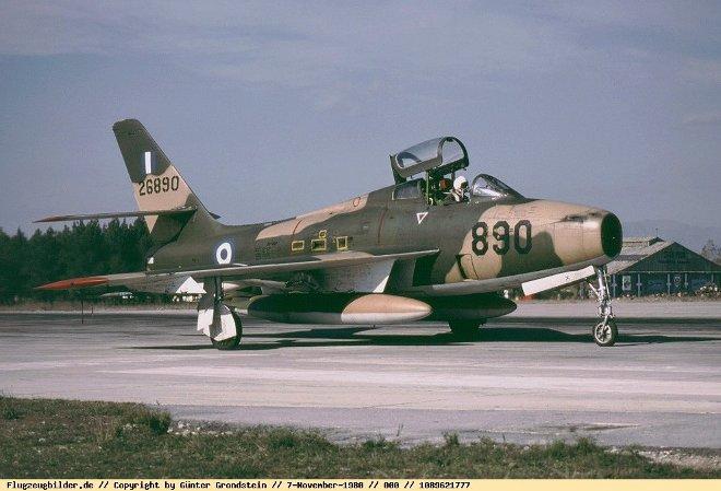 Ο διοικητής της 133 Σμηναρχίας Μάχης πήγε προς τους χειριστές των F-84F Thunderstreak για να τους μεταφέρει μήνυμα του Αρχηγού ΓΕΑ, ενώ πολλοί αξιωματικοί έτρεξαν προς την πίστα για να δουν την απογείωση των αεροσκαφών.