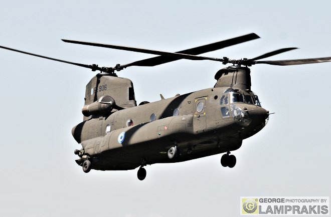 H ΑΣ διέθεσε τρία ελικόπτερα CH-47D Chinook.