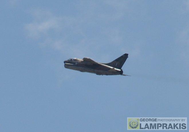 Το βομβαρδιστικό, αμέσως μετά την άφεση των βομβών απομακρύνθηκε από το πεδίο βολής...