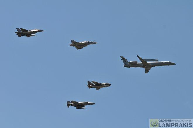 Ο σχηματισμός των αεροσκαφών μετά το τέλος της άσκησης και η διέλευση ενός Α-7Ε πάνω από το Πεδίο Βολής Κρανέας, σκόρπισε ρίγη συγκίνησης σε όσους είχαν την μοναδική ευκαιρία να βρεθούν εκεί και να δουν τον τελευταίο χορό των Κουρσάρων της ΠΑ.