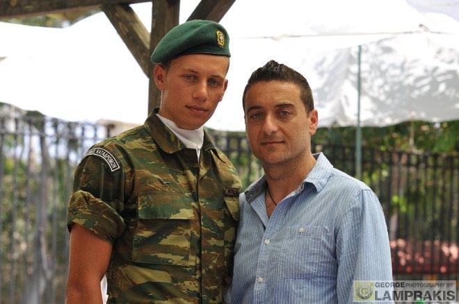 O Μανόλης Μπικάκης με τον αδερφό του Γιώργο...