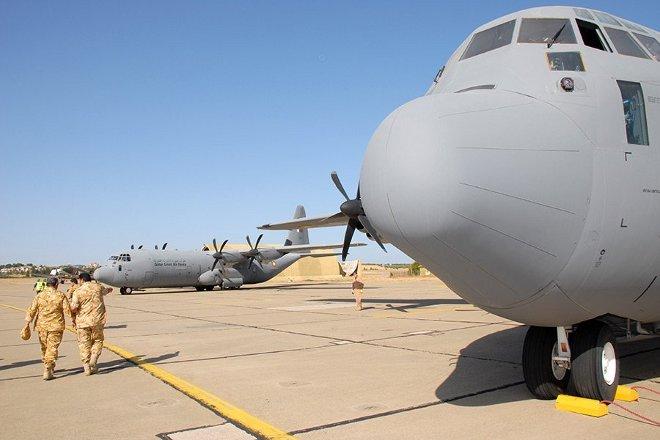 Για τη μεταφορά του προσωπικού και των υλικών χρησιμοποιήθηκαν 4 αεροσκάφη C-130 και ένα C-17.