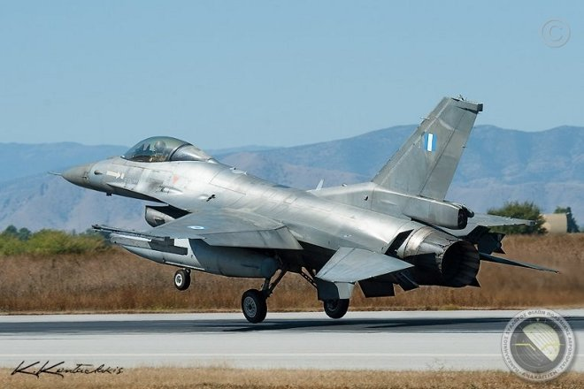 Επίσκεψη στην 337 Μοίρα, της 110 Πτέρυγας Μάχης στη Λάρισα απ' όπου επιχειρούν τα F-16 Block 52+, πραγματοποίησαν τα μέλη του Πανελληνίου Συλλόγου Φίλων Πολεμικής Αεροπορίας Αναχαίτιση.
