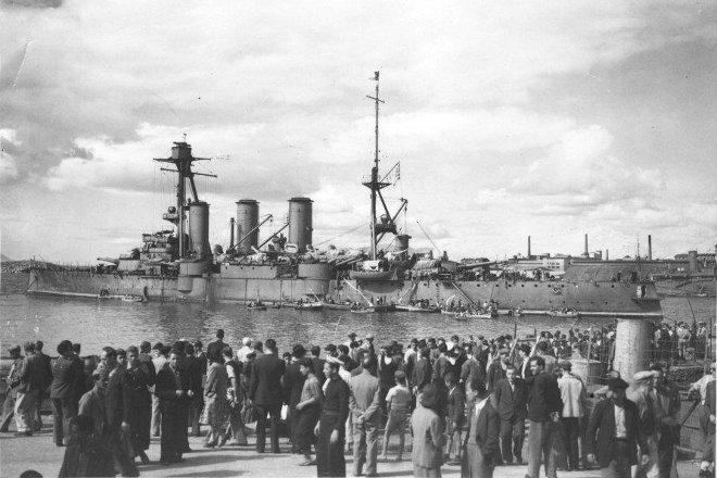 Ο ένδοξος Γ. Αβέρωφ επέστρεψε στις 16 Οκτωβρίου 1944 το απόγευμα στην Ελλάδα, φέρνοντας μαζί του την τότε εξόριστη ελληνική κυβέρνηση και αγκυροβόλησε πανηγυρικά στον φαληρικό όρμο.