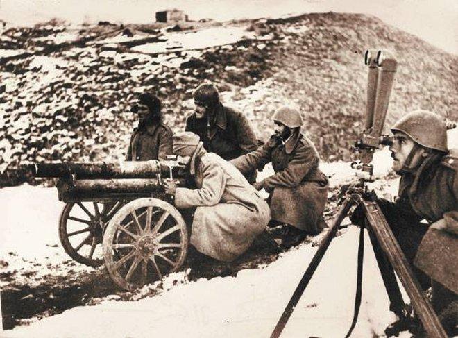 Κατά τον Β' Παγκόσμιο Πόλεμο το Πυροβολικό συμμετείχε στις μάχες Πίνδου Καλαμά, Κορυτσάς, Πρεμετής, Κλεισούρας και Τρεμπένιτσας.