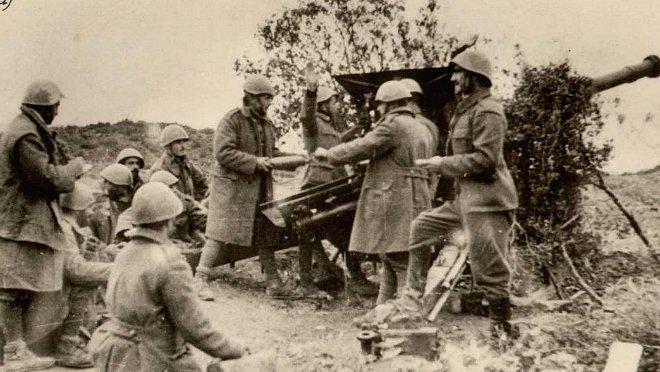Μετά την κατάληψη της χώρας μας τον Απρίλιο του 1941 από τους Γερμανούς διελύθει ο Ελληνικός Στρατός και παρεδόθησαν όλα τα Πυροβόλα.