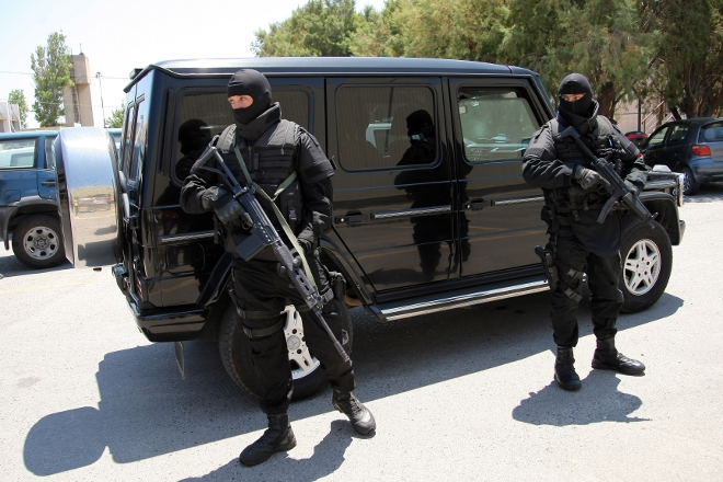 Οι μονάδες τύπου ΕΚΑΜ παγκοσμίως έχουν έναν χρόνο ανταπόκρισης περί τα 30 με 45 λεπτά. Αυτός που θα φτάσει πρώτος θα είναι ο αστυνομικός του δρόμου και αυτός θα πρέπει να είναι κατάλληλα εκπαιδευμένος ώστε να αντιμετωπίσει μια τέτοια κατάσταση.