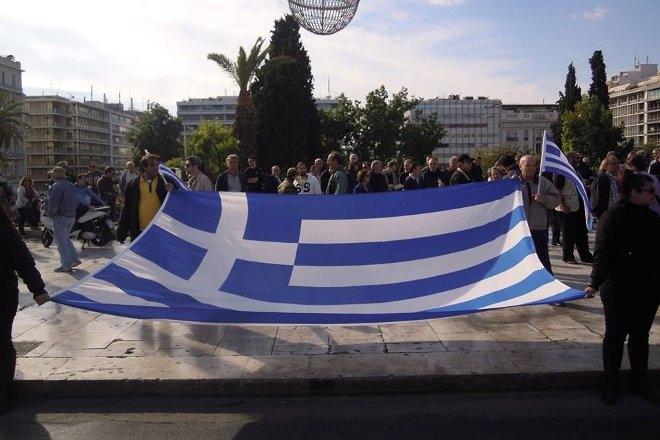 Στην πλατεία Συντάγματος στην Αθήνα συγκεντρώθηκαν από νωρίς το απόγευμα τα μέλη της ΚΕΕΔ.