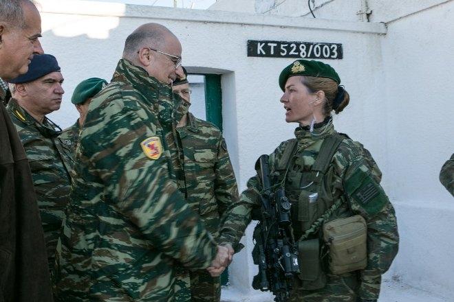 Απόφοιτος της Στρατιωτικής Σχολής Ευελπίδων, αλεξιπτωτίστρια, και έχει τελειώσει 2η το επίπονο πολύμηνο Σχολείο Καταδρομών στη Ρεντίνα Θεσσαλονίκης!