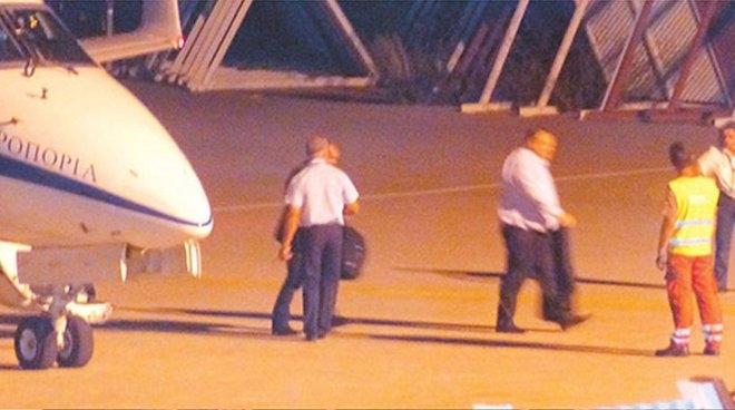 Ο κ. Ευάγγελος Βενιζέλος ζήτησε να τον παραλάβει το κυβερνητικό αεροσκάφος από τη Σκιάθο και να τον μεταφέρει πίσω στο νησί των Σποράδων προκειμένου να συνεχίσει τις διακοπές του στη Σκόπελο!
