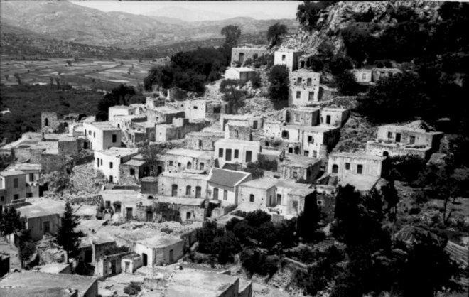 οι φωτογραφίες της εποχής, έχουν μοναδική αξία καθώς καταγράφουν την εικόνα του χωριού λίγο πριν την καταστροφή, δίνοντας στον μελετητή πολύτιμες πληροφορίες για την ζωή των Βιαννιτών την περίοδο της κατοχής και λίγο πριν το Ολοκαύτωμα.