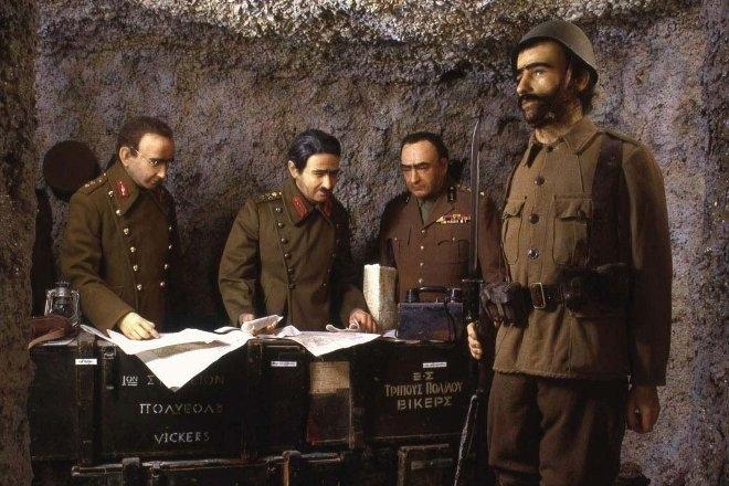 Η θεματική ενότητα καλύπτει γεγονότα από τον πόλεμο του '40 και την ιταλική επίθεση, την γερμανική εισβολή και την άμυνα των οχυρών και καταλήγει στην Μάχη της Κρήτης, τον Μάιο του 1941.