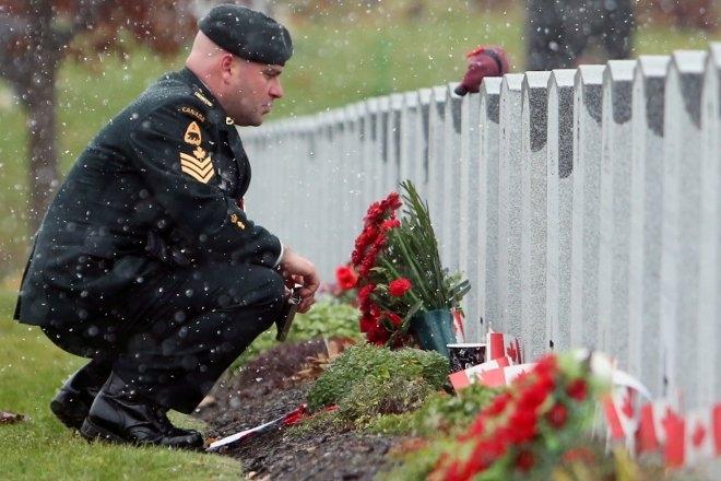 Ο Chris με το βαθμό του Λοχία υπηρετούσε στο 3ο Τάγμα Καναδικού Ελαφρού Πεζικού της Πριγκίπισσας Πατρίτσια (3rd Battalion, Princess Patricia's Canadian Light Infantry) και σκοτώθηκε στο Αφγανιστάν από έκρηξη βόμβας.