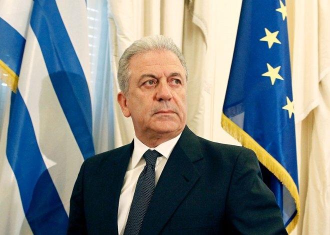 Ο κ. Αβραμόπουλος υποστήριξε ότι αυτή η παρέλαση θα μπορεί να γίνεται εναλλάξ στην Αθήνα και τη Θεσσαλονίκη, δηλαδή τη μία χρονιά στην πρωτεύουσα και την άλλη στη συμπρωτεύουσα χωρίς όμως να ξεκαθαρίσει την ημερομηνία ή αν συντάσσεται με τη λογική του Θ.Πάγκαλου πως εθνική επέτειος θα πρέπει να είναι μόνο η 25η Μαρτίου.