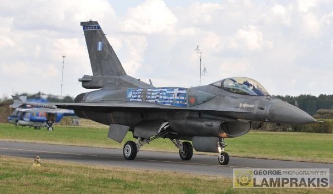 Η επίδειξη του ελληνικού αεροσκάφους με χειριστή τον Σμηναγό (Ι) Γιώργο Ανδρουλάκη προσέφερε 12 λεπτά δυνατής αεροπορικής αδρεναλίνης!