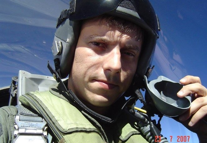 Ο Σγος (Ι) Αναστάσιος Μπαλατσούκας, 33 ετών, έγγαμος, με σύνολο ωρών πτήσεως 1.202 εκ των οποίων οι 580 ώρες σε F-16.